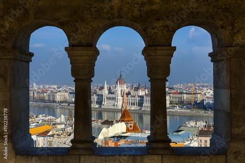 budapest-mit-dem-parlament-und-donau