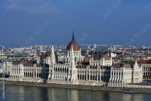 rzeka-dunaj,-budapeszt-z-parlamentem,-wegry