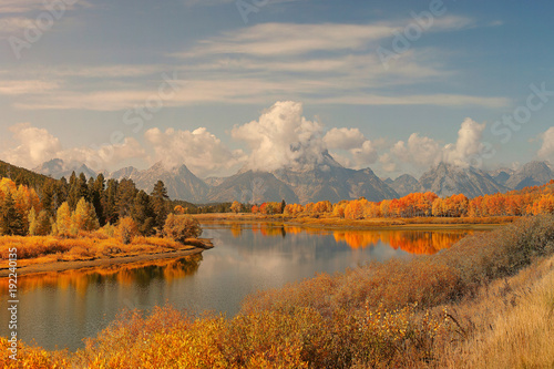 Fotobehang Donkergrijs Idyllic Fall Day at Oxbow Bend