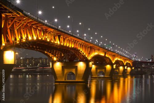 Scena nocy mostu Seongsu