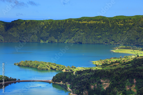 Papiers peints Bleu vert Landscape of the volcanic crater lake of Sete Citades in Sao Miguel Island of Azores, Portugal