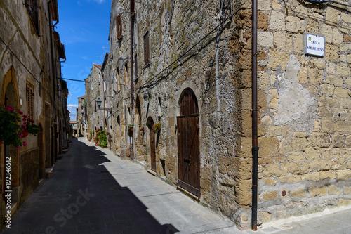 Fotobehang Smalle straatjes Pitigliano, Toskania, Włochy