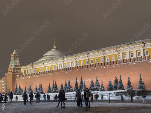 Papiers peints Moscou Kremlin Moscow Dome of Senate building Russian Flag tower