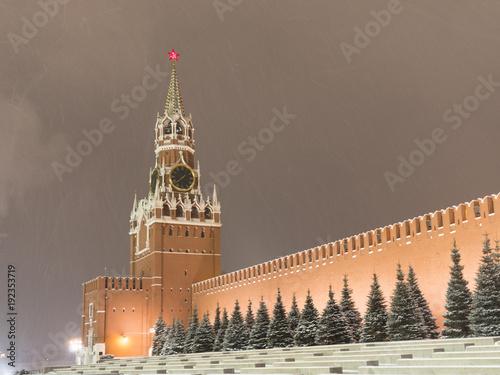 Moskwa Federacja Rosyjska. Kreml moskiewski w ruchu wzdłuż ściany