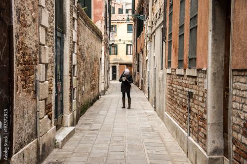 Papiers peints Ruelle etroite Ludzie na ulicach Wenecji