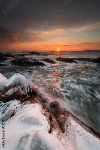 Fotobehang Zee zonsondergang The frozen Kingdom of winter sea