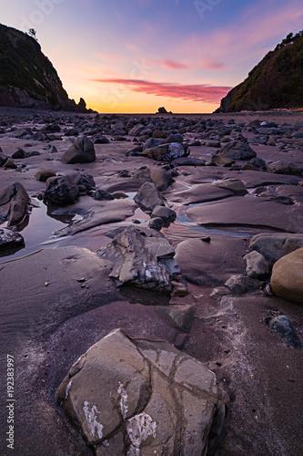 Foto op Plexiglas Aubergine Sunset at a Rocky Pacific Northwest Beach