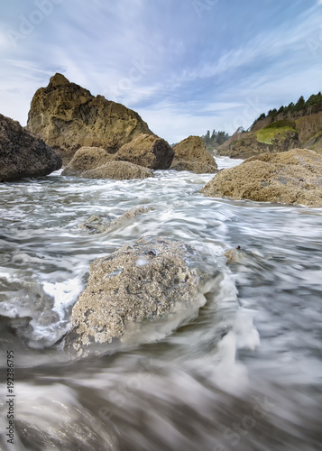 Aluminium Zomer Ocean Waves at Rocky Pacific Northwest Beach