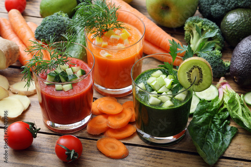 Fototapeta samoprzylepna bevanda disintossicante a base di verdura e frutta frullata