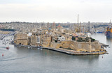 A beautiful port on the island of Malta with buildings, monuments and ships - 192433163