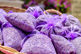 Sachets de lavande seché au marché de Provence. - 192447783