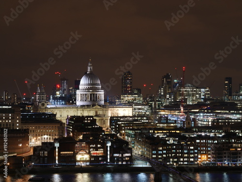 Papiers peints Marron chocolat Lumières de la ville, cathédrale Saint-Paul, Londres