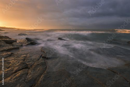 Papiers peints Mer coucher du soleil Sunrise at coast.