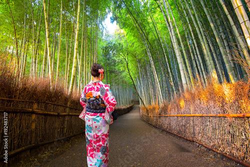 Papiers peints Kyoto Young women wearing traditional Japanese Kimono at Bamboo forest of Arashiyama, Arashiyama is a district on the western outskirts of Kyoto, Japan.