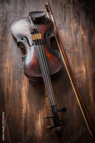 Fotobehang Muziek Old violin in vintage style on wood background