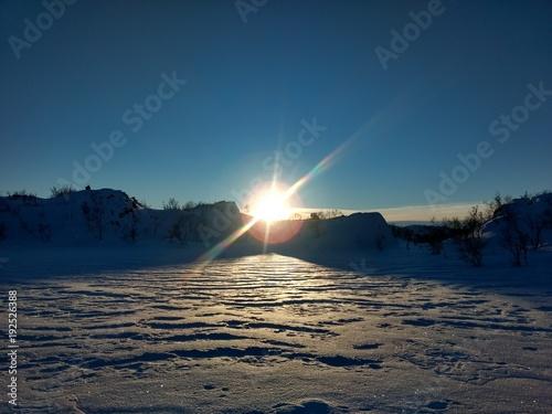 Papiers peints Mer coucher du soleil Shadows of winter sunrise (sunset)