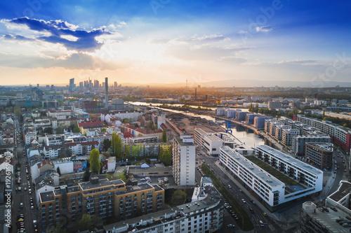Leinwanddruck Bild Hafen in Offenbach mit blick nach frankfurt