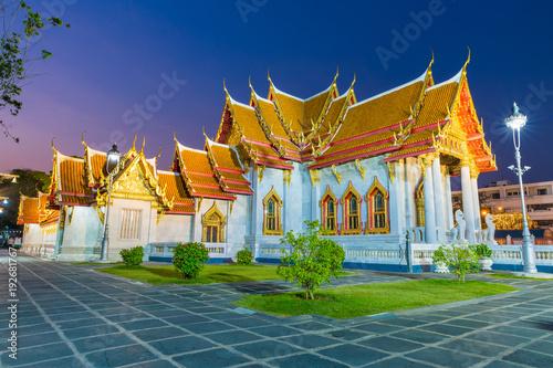 Keuken foto achterwand Bangkok Wat Benjamaborpit or marble temple in Bangkok, Thailand with twilight sky