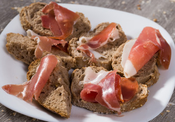 sandwiches made with rye bread cheese and ham
