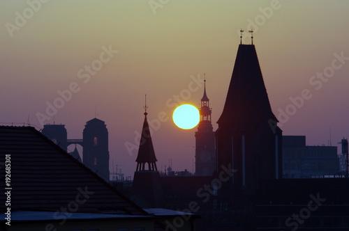 Fototapeta wschód słońca nad dachami centrum wrocławia (z filtrem polaryzacyjnym)