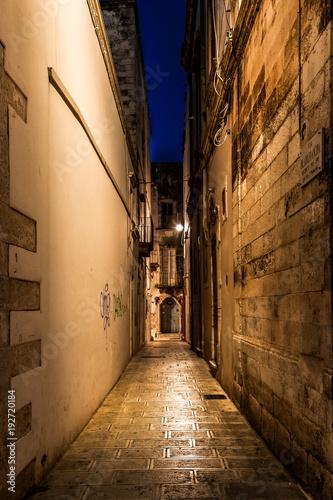 Fotobehang Smalle straatjes Martina Franca at night, Puglia, Italy