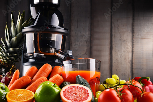 Foto op Canvas Sap Slow juicer with organic fruits and vegetables.