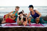 amigas en la playa - 192729163