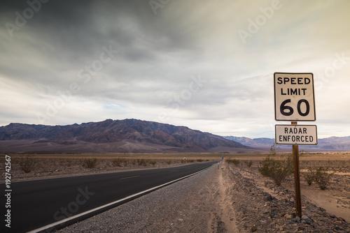 Canvas Route 66 panneau de contrôle radar dans le désert