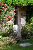 Charmant petit jardin et porte de maison - 192872322