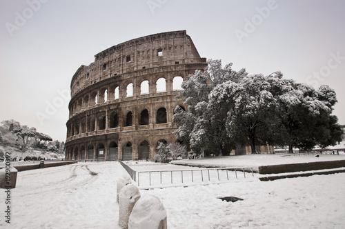Rome colosseo sotto la neve
