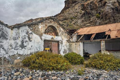 Staande foto Oude verlaten gebouwen Spain Gomera island playa la cantera abandoned fish factory