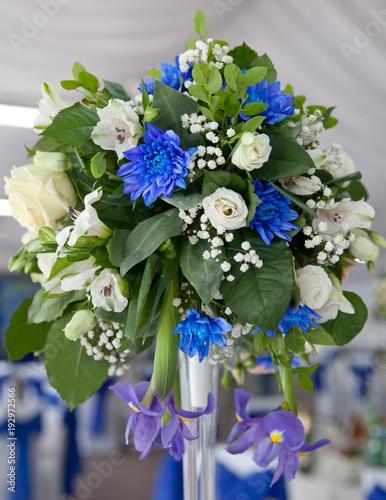 Fotobehang Iris букет из белых и синих цветков