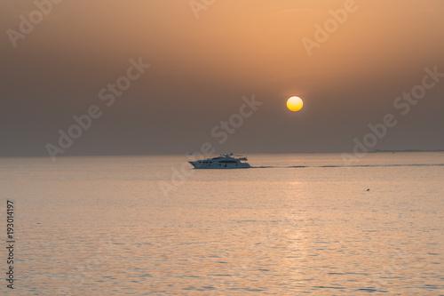 Foto op Aluminium Zee zonsondergang tramonto rosso