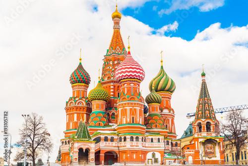 Świątobliwa basil katedra w placu czerwonym w zimie przy zmierzchem, Moskwa, Rosja.