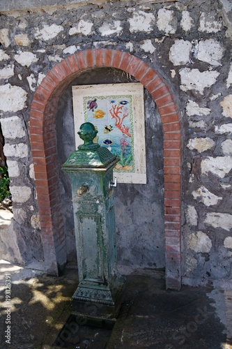 Brunnen Capri Hafen