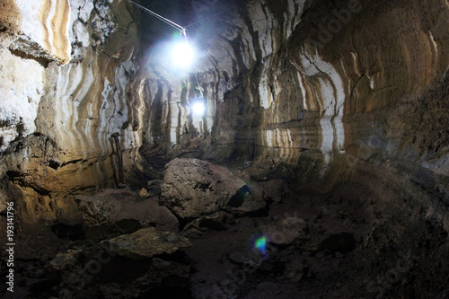 Foto op Canvas Baksteen muur Düsterer Tunnel aus Stein