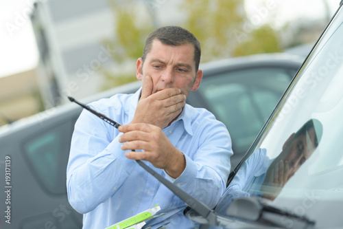 man found out his car wipers were broken