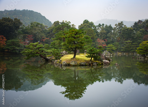 Papiers peints Kyoto Japanese garden with pond