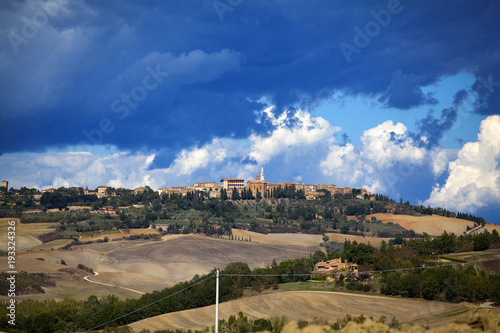 Fotobehang Herfst Tuscany - Landscape panorama, hills and meadow