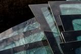 Glasabfälle im Container - 193346511