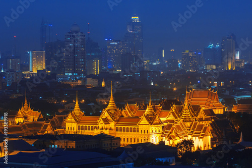 Foto op Plexiglas Bangkok Grand palace at twilight in Bangkok, Thailand