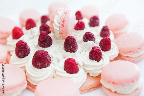 Fotobehang Macarons Raspberry Cake with Macarons