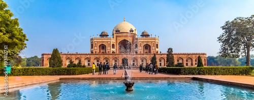 Foto Murales The first garden-tombon the Indian subcontinent, thisis thefinal resting place of the Mughal EmperorHumayun. The Tombis an excellent example of Persian architecture. Located in the Delhi, India.