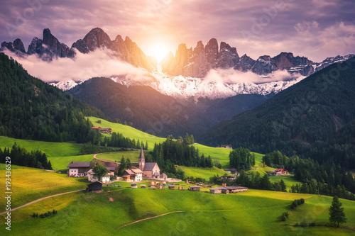 Deurstickers Lichtroze Santa Maddalena/Santa Magdalena and Dolomites range, Funes, South Tyrol, Italy
