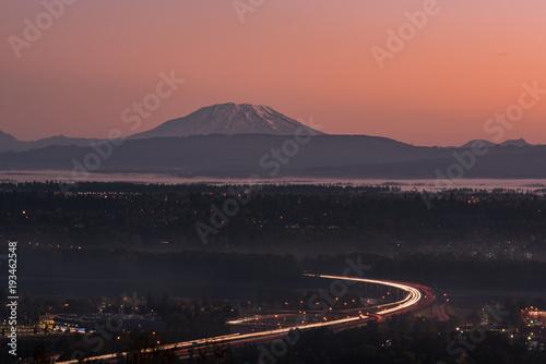 Aluminium Zalm Morning traffic under a volcano