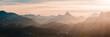 Panorama mit Watzmann und Berchtesgadener Alpen im Licht der Sonne