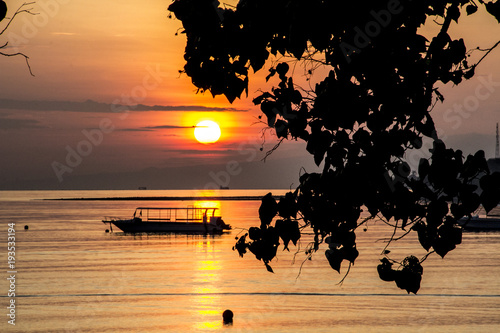 Tuinposter Bali Beautiful sunset with boat on beach in tropical Bali, Indonesia