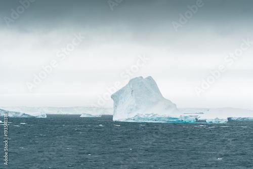 Foto Spatwand Antarctica Iceberg in Antarctic Ocean - Antarctica