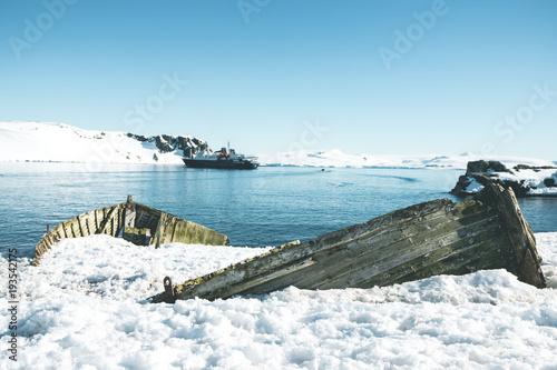 Canvas Schipbreuk Wooden Shipwreck - Antarctica