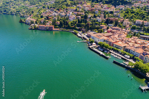 Fotobehang Pier Dervio - Lago di Como (IT) - Vista aerea